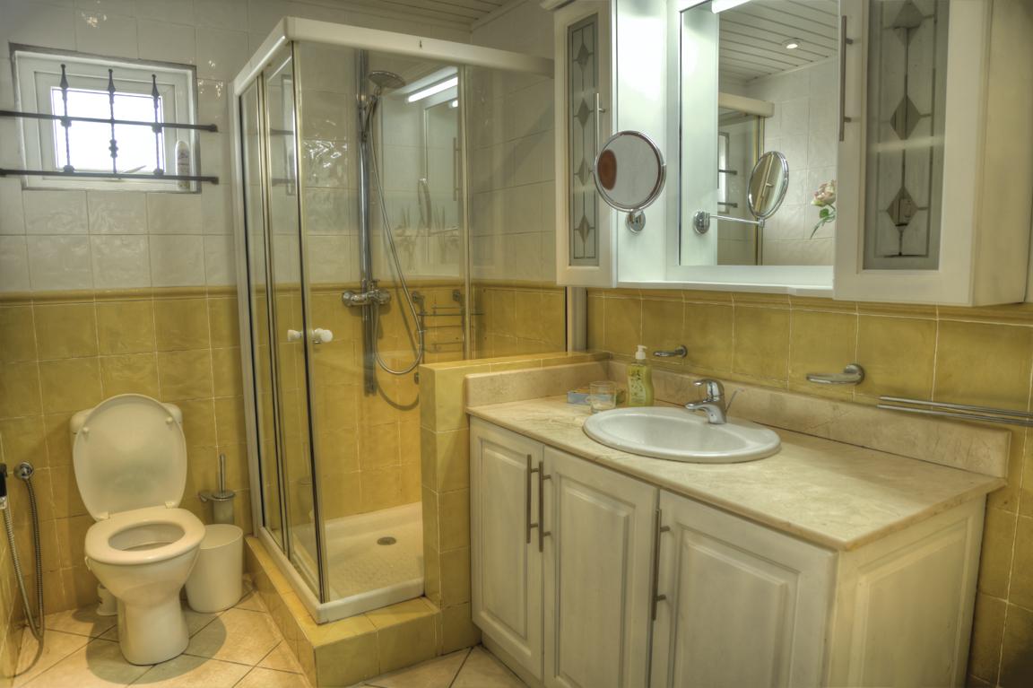 Bathroom 1 (2) HDR