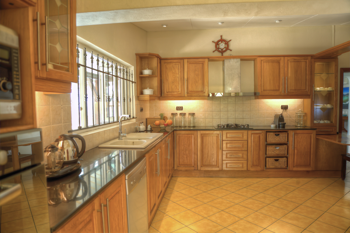 Kitchen (1) HDR