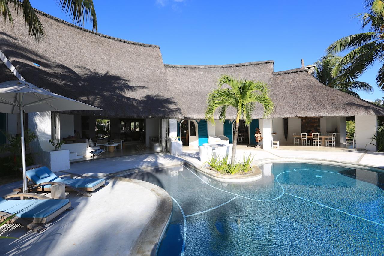 villa-de-luxe-ile-maurice-location-villa-ile-maurice-villa-rental-mauritius-villa-sable-et-mer-piscine-pool-3