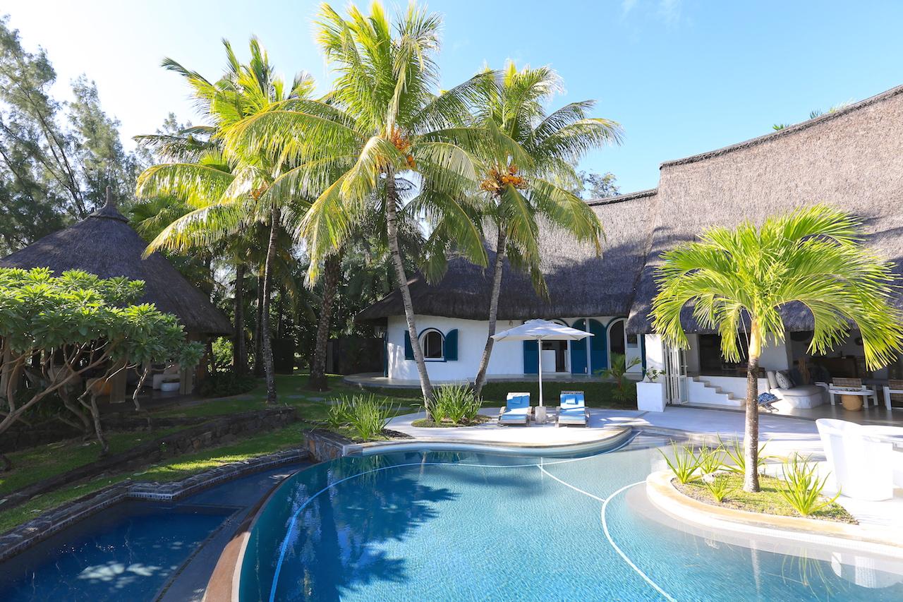 villa-de-luxe-ile-maurice-location-villa-ile-maurice-villa-rental-mauritius-villa-sable-et-mer-piscine-pool-2