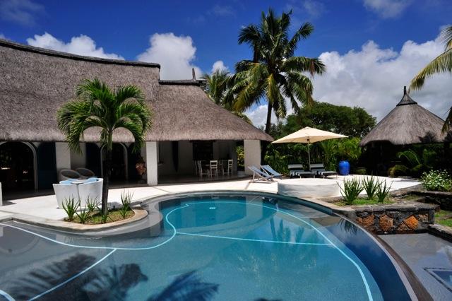 villa-de-luxe-ile-maurice-location-villa-ile-maurice-villa-rental-mauritius-villa-sable-et-mer-piscine-pool-4