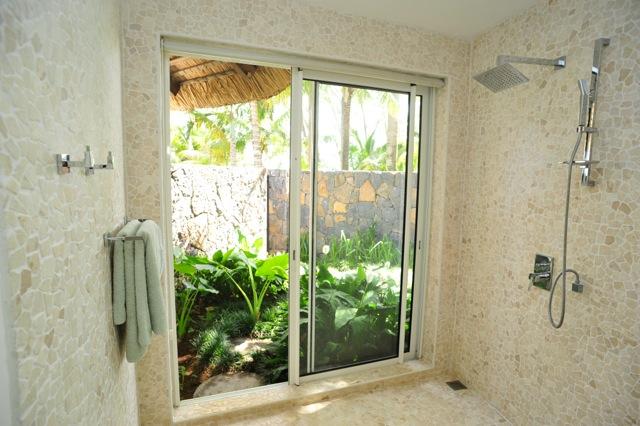 villa-de-luxe-ile-maurice-location-villa-ile-maurice-villa-rental-mauritius-villa-sable-et-mer-salle-de-bain-2