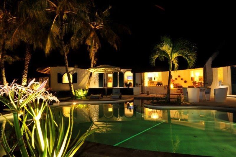 villa-de-luxe-ile-maurice-location-villa-ile-maurice-villa-rental-mauritius-villa-sable-et-mer-piscine-pool-nuit