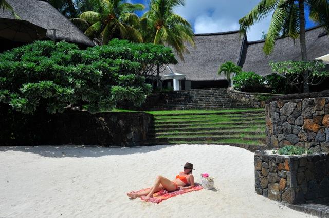 villa-de-luxe-ile-maurice-location-villa-ile-maurice-villa-rental-mauritius-villa-sable-et-mer-piscine-pool-plage-privee