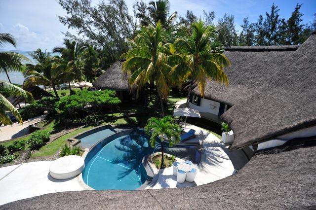 villa-de-luxe-ile-maurice-location-villa-ile-maurice-villa-rental-mauritius-villa-sable-et-mer-piscine-pool-vue-mer