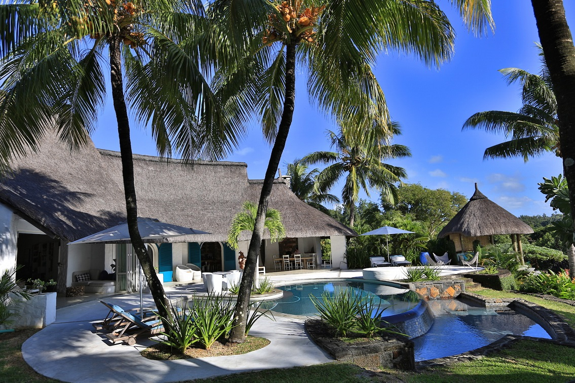 villa-de-luxe-ile-maurice-location-villa-ile-maurice-villa-rental-mauritius-villa-sable-et-mer-piscine-pool