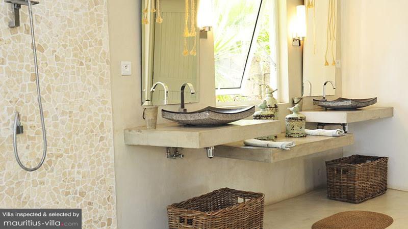 villa-de-luxe-ile-maurice-location-villa-ile-maurice-villa-rental-mauritius-villa-sable-et-mer-salle-de-bain