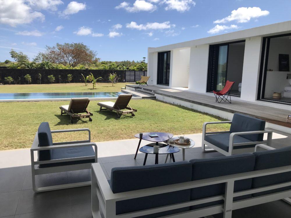 villa-de-luxe-ile-maurice-location-villa-ile-maurice-villa-rental-mauritius-villa-bois-chandelle-veranda-view
